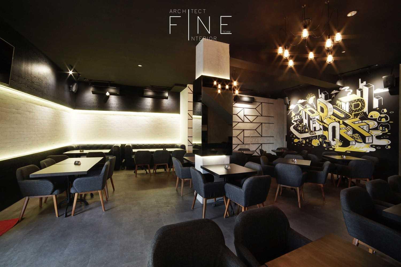 Foto inspirasi ide desain ruang makan kontemporer Public area drop off oleh Fine Team Studio di Arsitag
