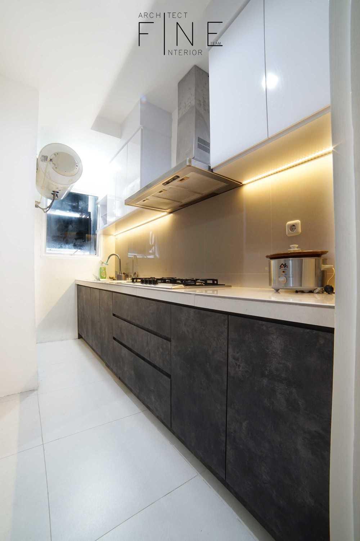 Foto inspirasi ide desain dapur modern Kitchen oleh Fine Team Studio di Arsitag
