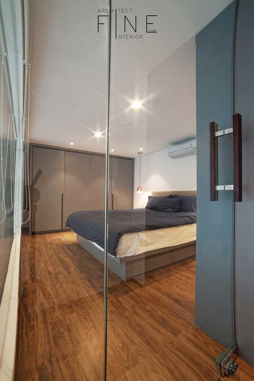 Foto inspirasi ide desain kamar tidur minimalis 04apartmentbrooklyn12 oleh Fine Team Studio di Arsitag