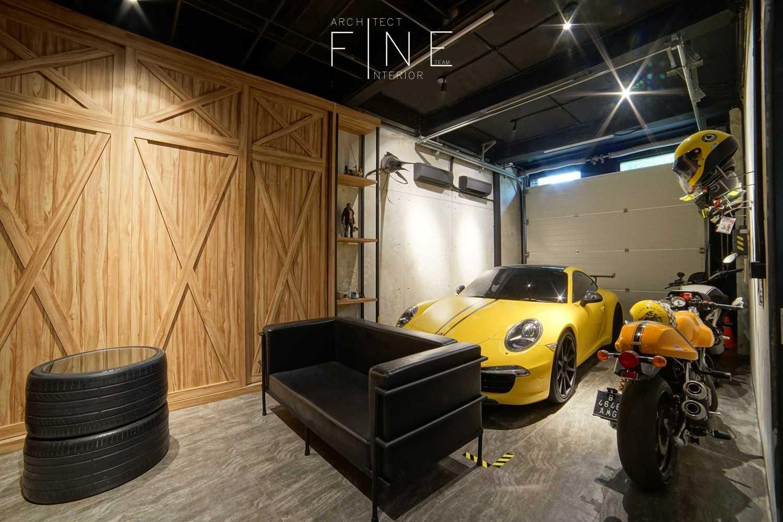 Foto inspirasi ide desain garasi Garage oleh Fine Team Studio di Arsitag