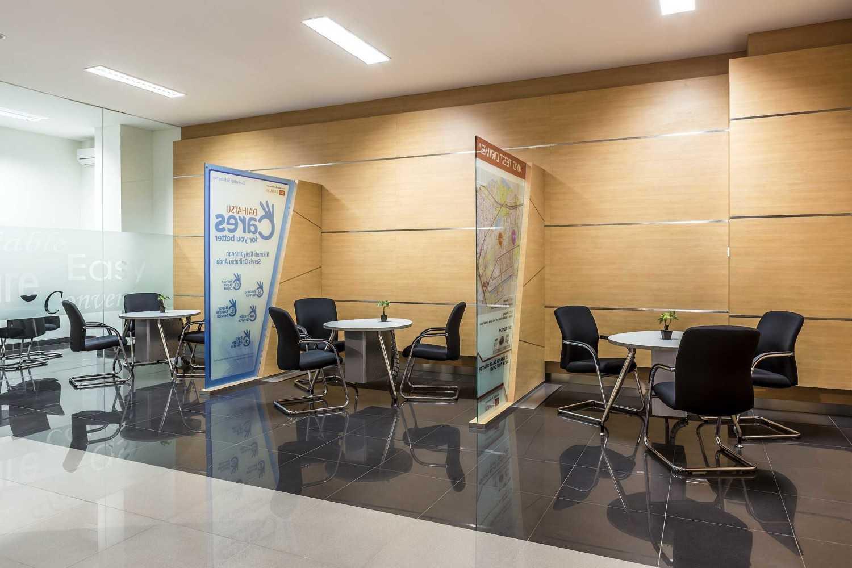 Foto inspirasi ide desain ruang meeting minimalis 13-showroom oleh Monokroma Architect di Arsitag