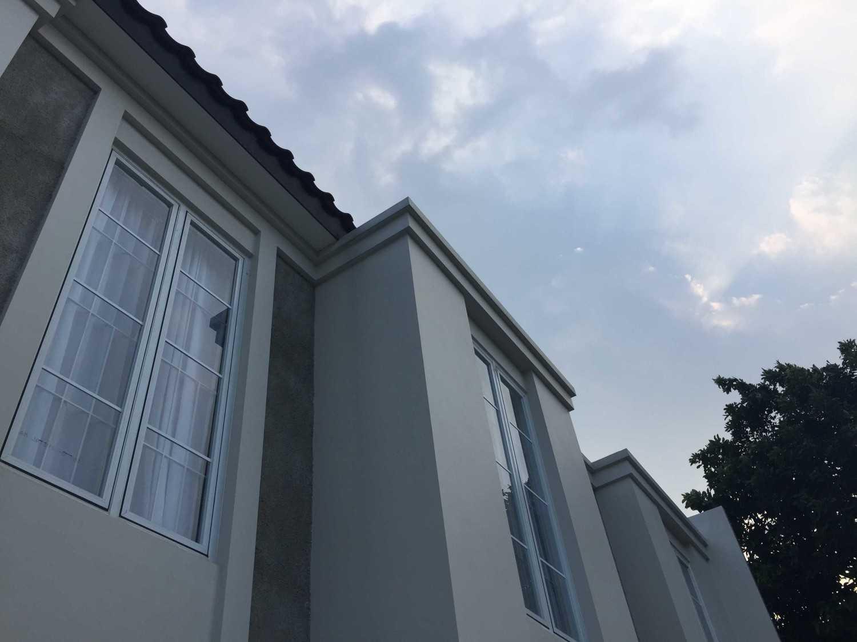 Foto inspirasi ide desain exterior minimalis Rumah depok - facade oleh Jerry M. Febrino di Arsitag