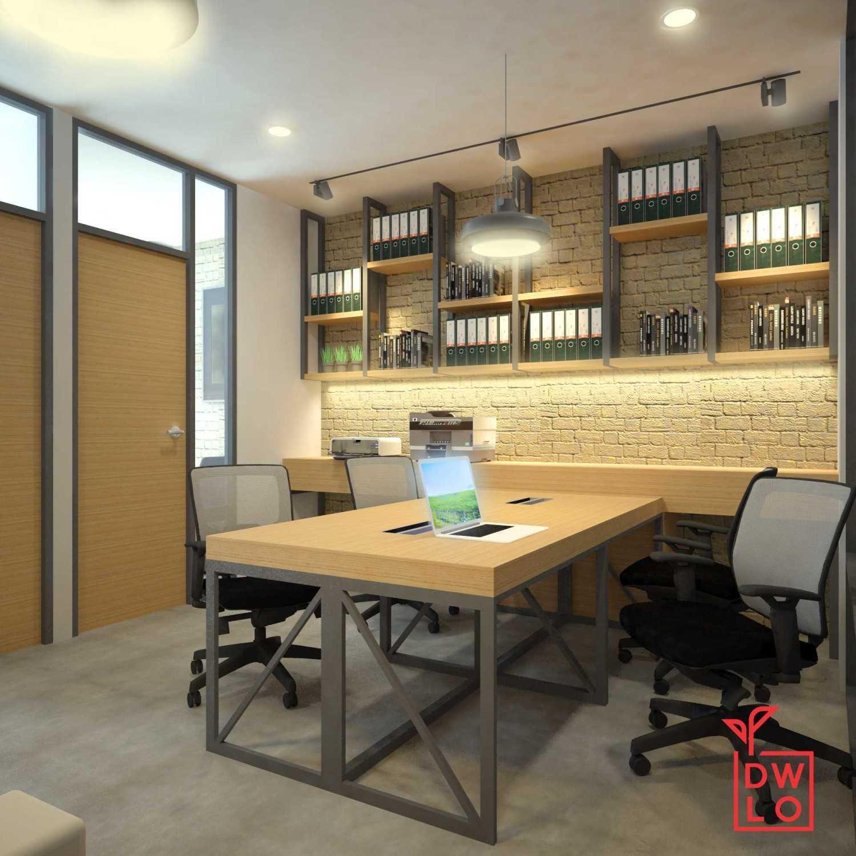 Foto inspirasi ide desain ruang meeting industrial Meeting room - lightworks office bali oleh Danu Ega di Arsitag
