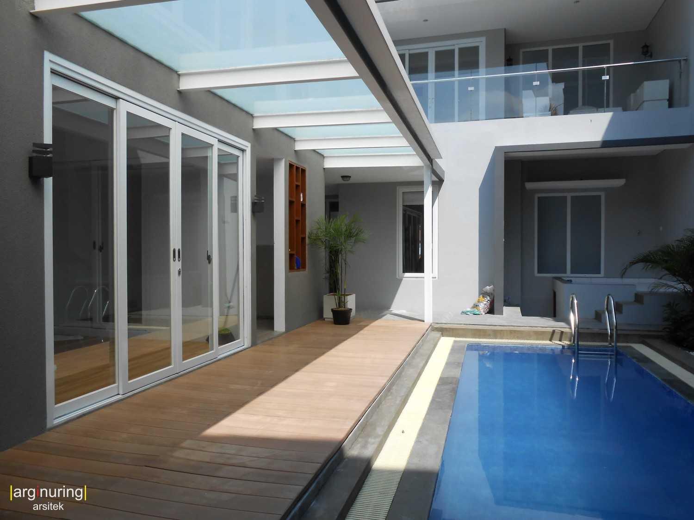Foto inspirasi ide desain kolam minimalis Swimming pool oleh Argi Nuring di Arsitag