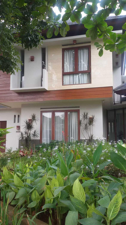 Foto inspirasi ide desain exterior asian Exterior oleh Smarchdesign12 di Arsitag