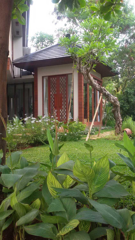 Foto inspirasi ide desain taman asian Garden oleh Smarchdesign12 di Arsitag