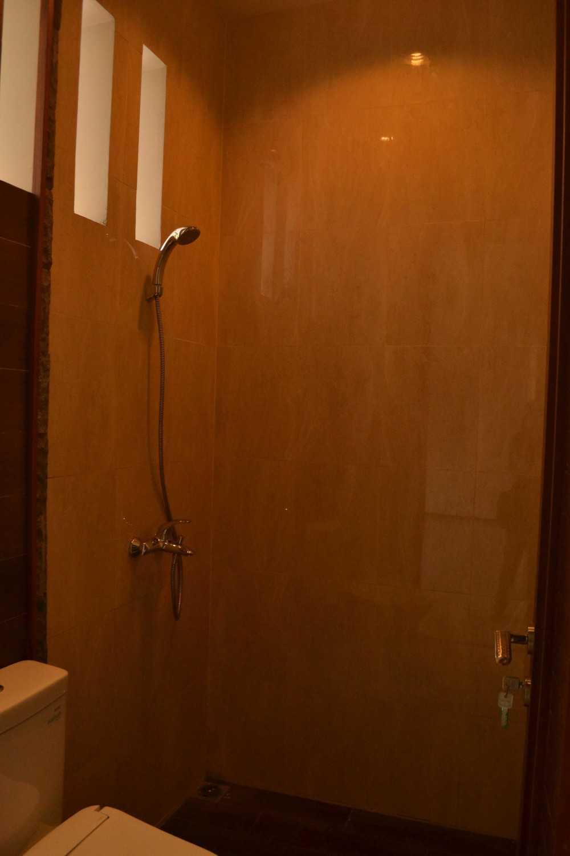 Foto inspirasi ide desain kamar mandi asian Bathroom oleh Smarchdesign12 di Arsitag