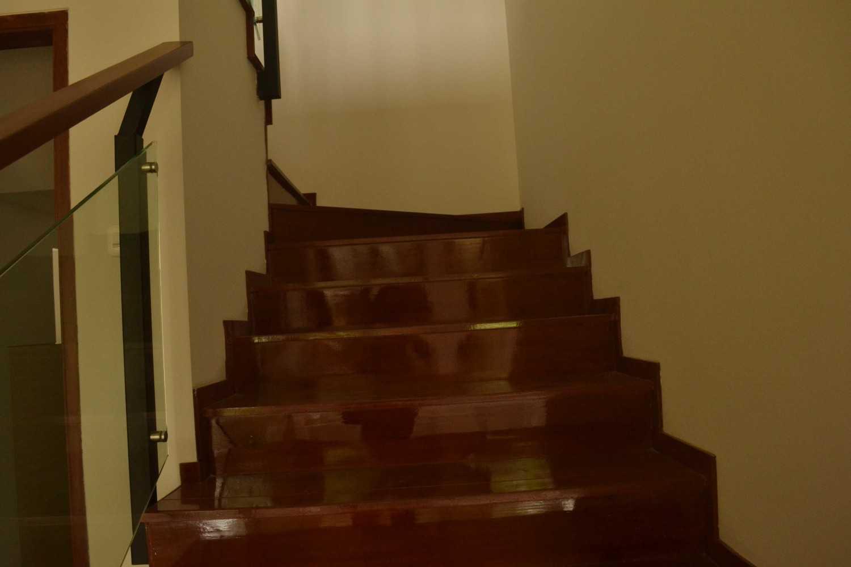 Foto inspirasi ide desain tangga asian Staircase oleh Smarchdesign12 di Arsitag