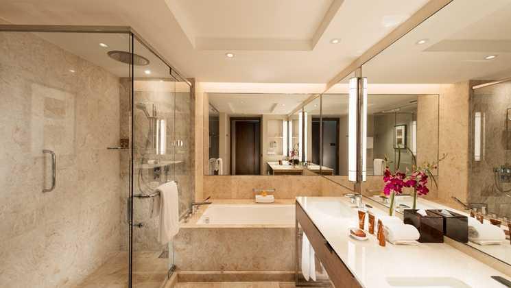 Foto inspirasi ide desain kamar mandi asian Bathroom oleh studio dinding di Arsitag