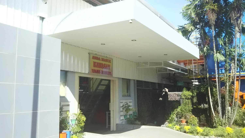 Foto inspirasi ide desain entrance minimalis Entrance oleh DAVAY DASVIDANIYA (PT Davay Sejahtera Indonesia) di Arsitag