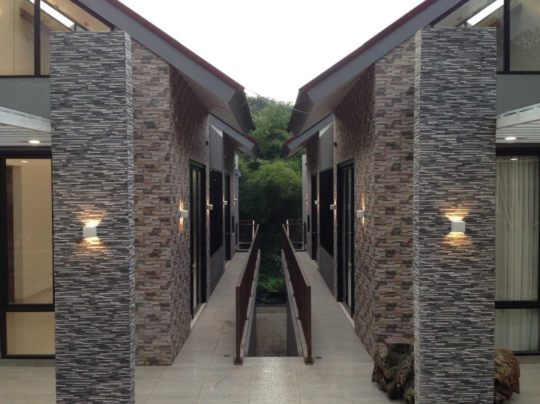 Foto inspirasi ide desain koridor modern Img6418 oleh PDA arsitek di Arsitag
