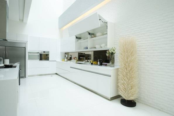 Zeno Living Modern Kitchen Design With White Cabinet And Modern Door Hinges Jakarta Jakarta Modern-Kitchen-Design-With-White-Cabinet-And-Modern-Door-Hinges-1   2764