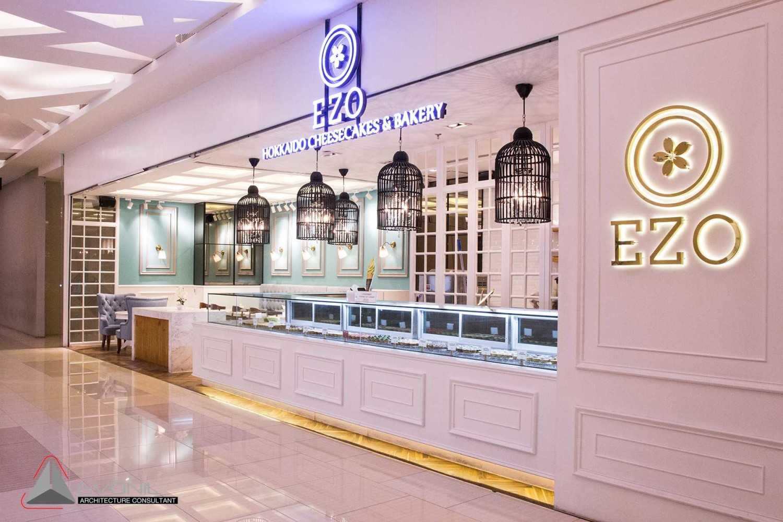Foto inspirasi ide desain exterior klasik Evonil-architecture-ezo-cheesecakes-bakery-mall-tunjungan-plaza-6-surabaya oleh EVONIL Architecture di Arsitag